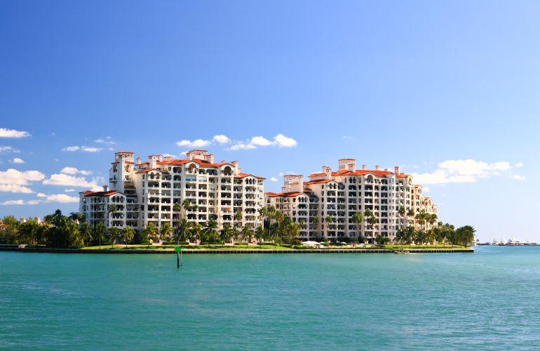 Купить элитную недвижимость в Майами фото - жилых домов на Фишер Айленде в Майами