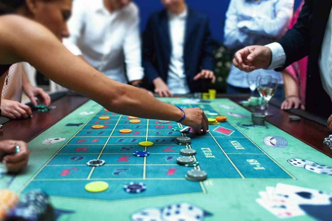 Самое классное казино дети играют в карты в дурака
