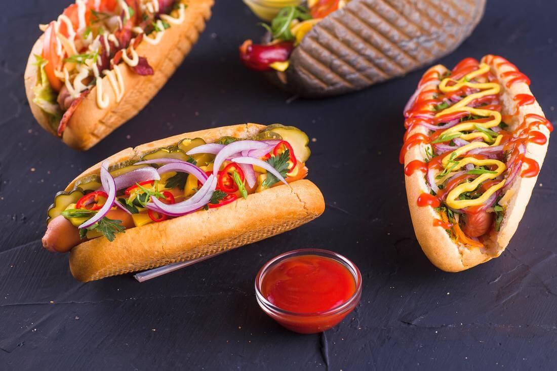 Фото хот-догов в одной из сетей американского фаст фуда - American Butler