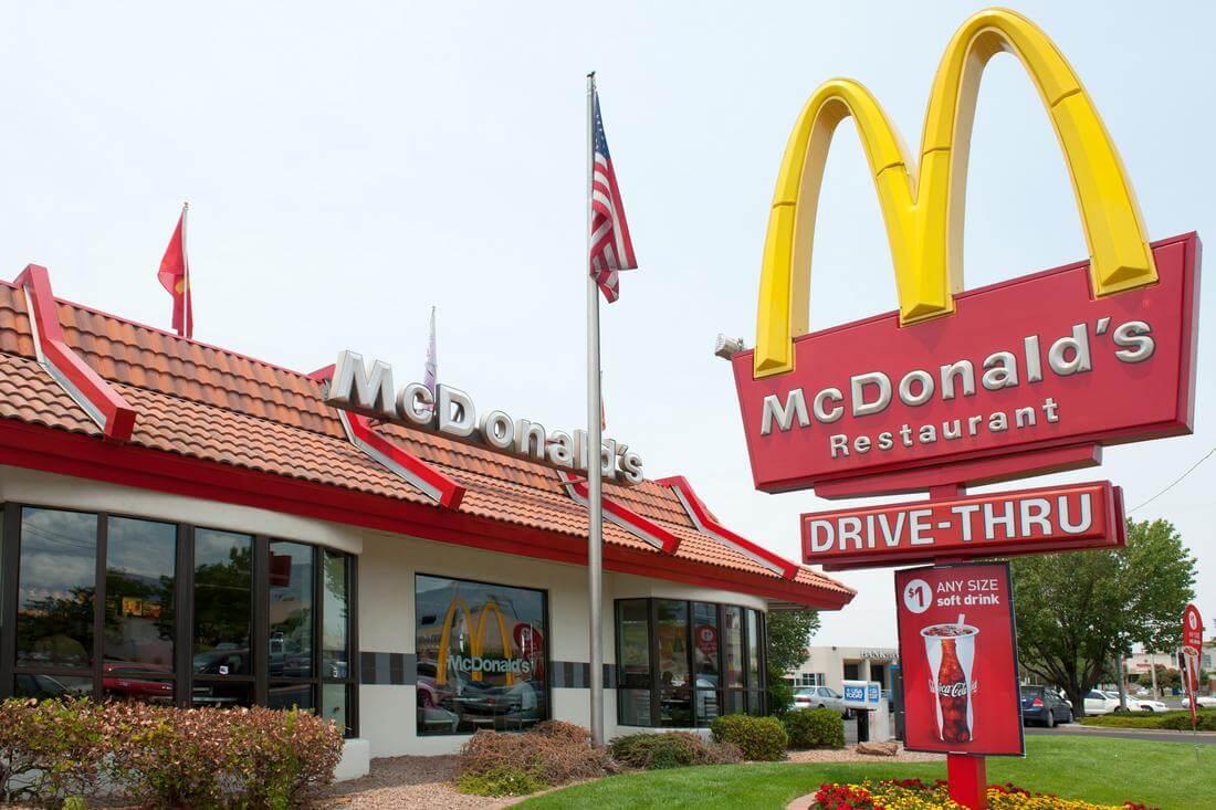 Фото ресторана общественного, быстрого питания Макдональдс - одной из популярнейших сетей фастфуда в США - American Butler